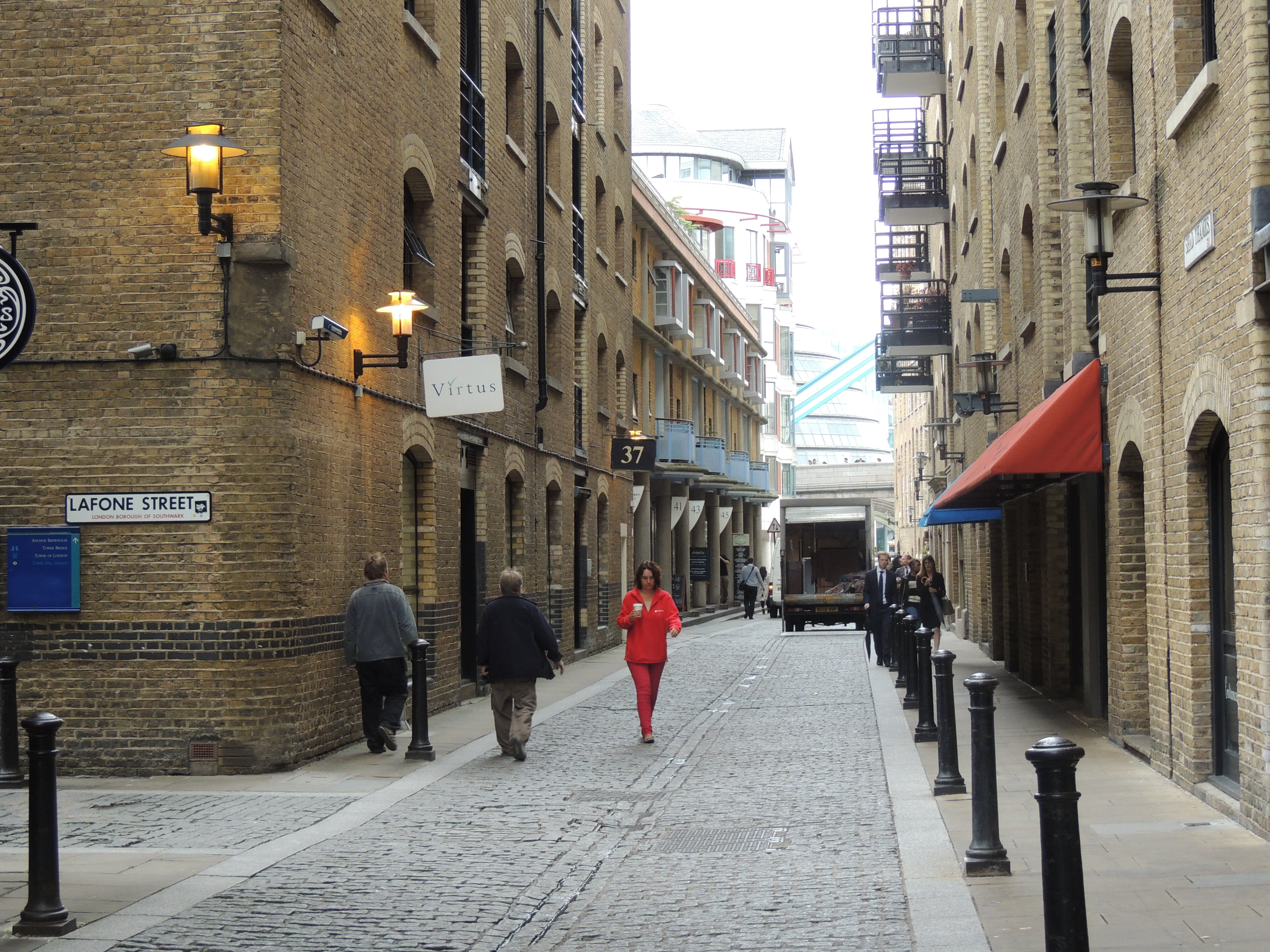 Shad thames inandaroundlondon shad thames is an enclave of quaint cobbled streets and trendy warehouse apartment blocks which sit at the foot of tower bridge malvernweather Images